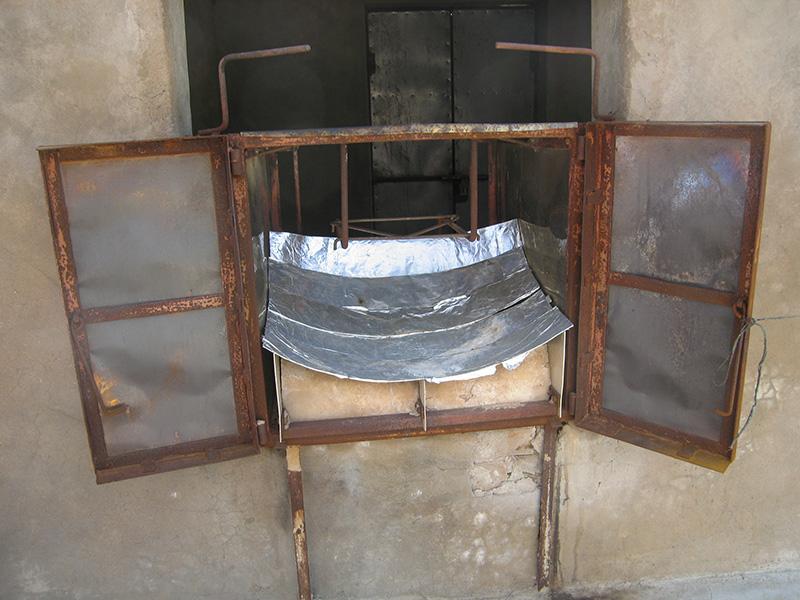 "Solar oven by user ""foam"" on Flickr."