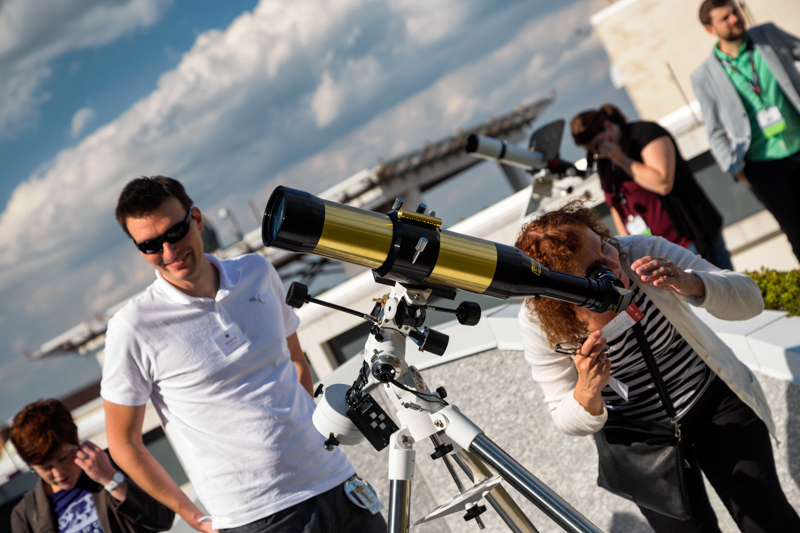 Patrick Treuthardt leading solar observing on the rooftop terrace of the NRC.